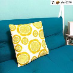 #Repost @sfss3270 • • • • • • 手縫いでクッションカバー作りました‼️ ファスナーがめんどくさっ! 縫い目が💦 ま、自宅用だし パッと見はいい感じです スンヌンタイデザイン可愛い💕 #クオヴィ #スンヌンタイ #クッションカバー手作り #手縫い #birgerkaipiainen #scandinavian #design #textile #sunnuntai #pillow #retro #70s #yellow #kuovi #customerphoto www.kuovi.com