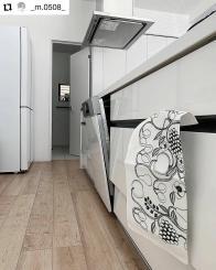 #Repost @_m.0508_ • • • • • • .  KUOVI |  キッチンクロスを新調( ◜︎◡︎◝︎ )  カラフルか迷いましたが オーチャードブラックに。  自分の気に入ったクロスにすると キッチンに立った時、気分が上がります\ ♩ /  #instapic #instahome #instagood #instagreen #interior #simple #plants #simpleinterior #interio123 #interior2you #interior4all #kitchen #kuovi   #北欧インテリア #シンプル #シンプルインテリア #インテリア #シンプルな暮らし #キッチン #アイランドキッチン #キッチンクロス #キッチンタオル #クオヴィ #birgerkaipiainen #design #textile  #blackandwhite #orchard #customerphoto
