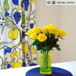#Repost @sininen_tonttu • • • • • • Joulu meni jo. Nyt kaipaa väriä ja valoa.   .  .  #päivänkukat #keltaisetruusut  #riihimäenlasi #rondella #tamaraaladin #flowersoftheday #yellowroses  #kuovi #birgerkaipiainen #scandian  #design #textile #orchard #colorful #retro #homedecor #customerphoto